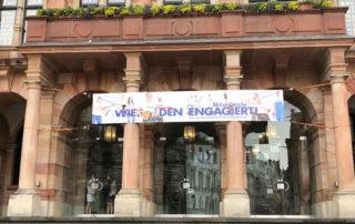 aktionswoche wiesbaden engagiert banner am rathaus 2018